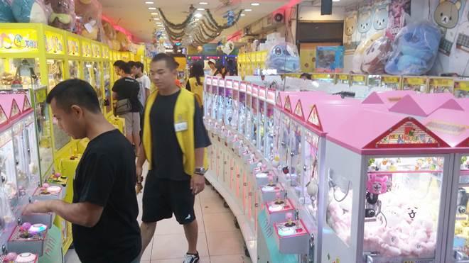 台湾 台北 士林夜市 クレーンゲーム屋さん