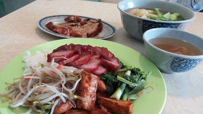 台北 台北アリーナ付近の香港料理店の叉焼定食80元(約318円)
