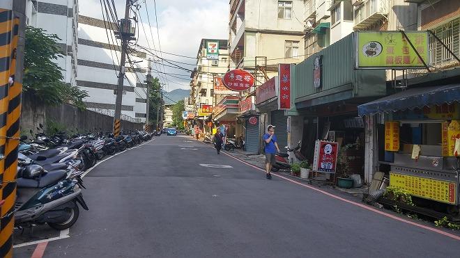 台湾 淡江大学の西側の通り「水源街二段」の街並み