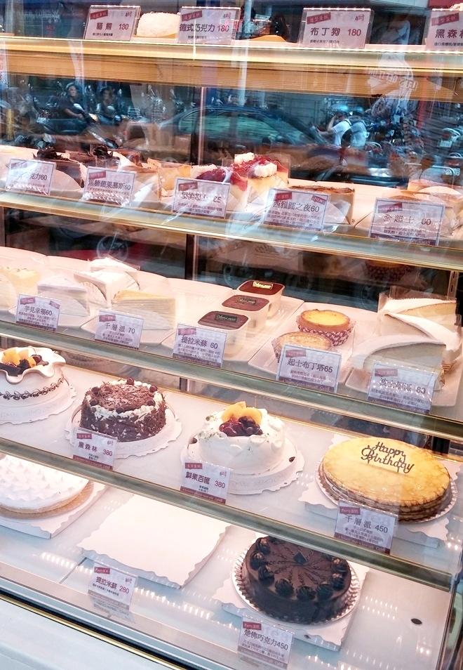 台湾 淡江大学の東側の通り「大忠街」のケーキ屋さん