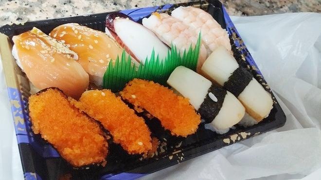 台北 台北駅で買った握り寿司