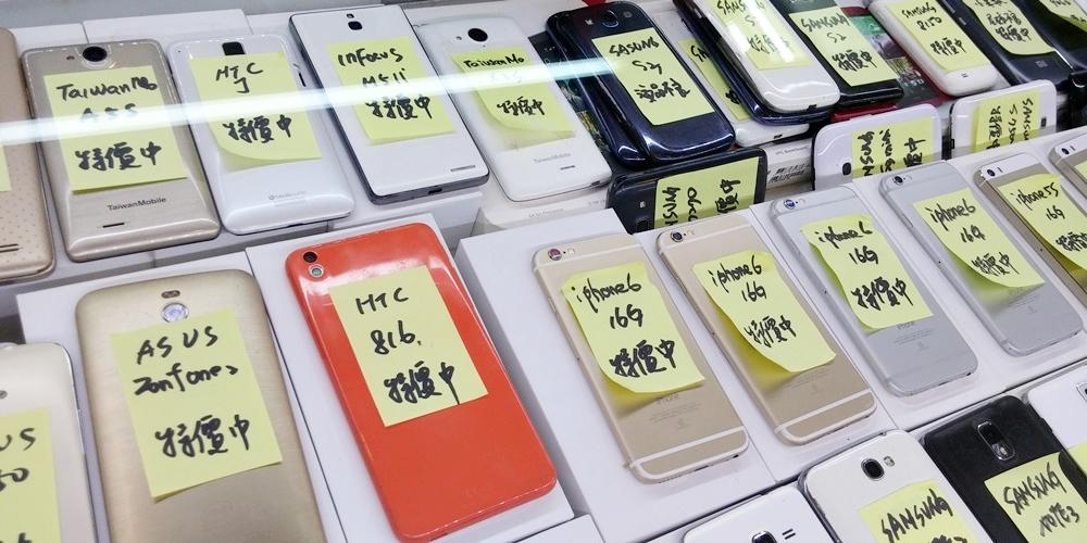 台湾・台北市。買二手手機。