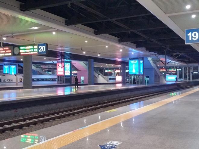 中国 上海-杭州高速鉄道 杭州のプラットフォーム