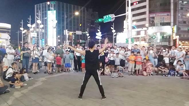 台湾・台北市 西門ストリートパフォーマンス