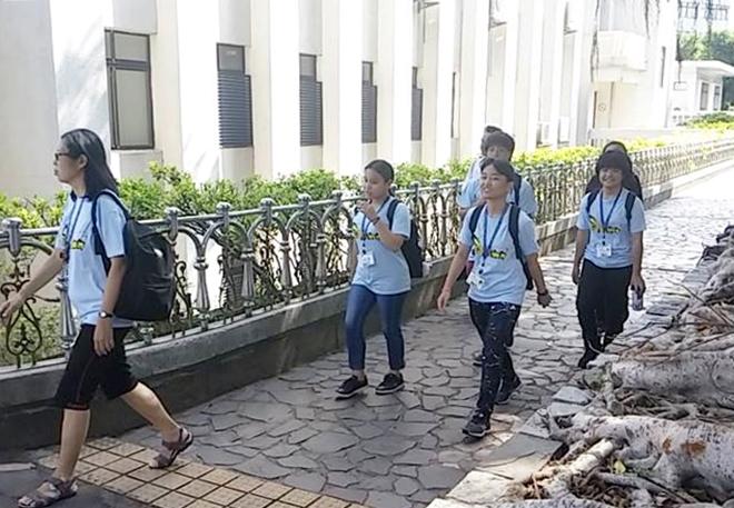 台湾・淡水大学のサマーキャンプの学生に。