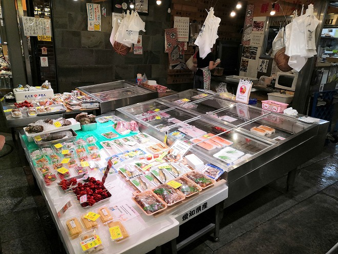 京都 錦市場商店街の鮮魚店