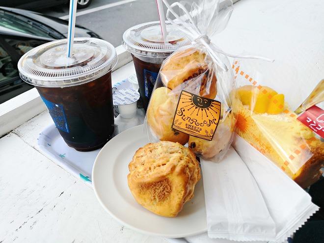 豊見城市 瀬長島ウミカジテラス「SUNROOM」のコーヒーとスコーン