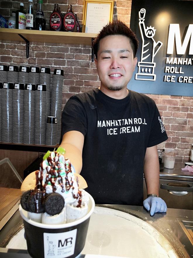 豊見城市 瀬長島ウミカジテラス「Manhattan Roll Ice Cream」出来上がり