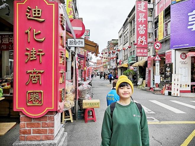台北市大同区 迪化街商圈(大稲埕)入り口の赤い看板