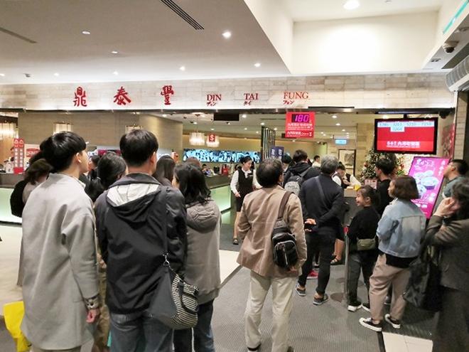 台湾 台北101の鼎泰豊の行列
