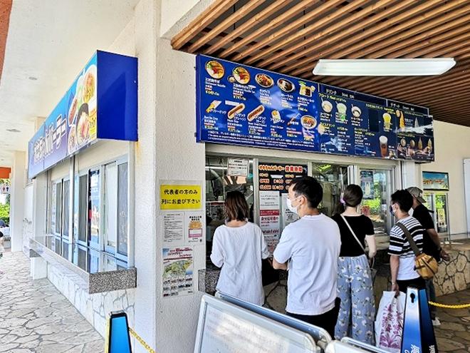 沖縄海洋博公園「オキちゃんパーラー」販売カウンター