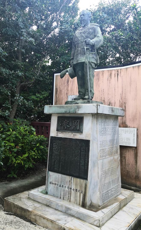 那覇 琉球八社 波上宮「明治天皇銅像」