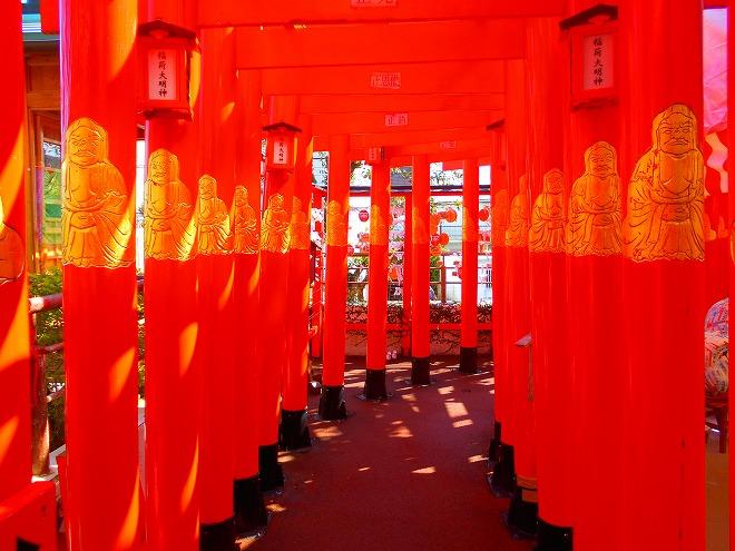 首里 西来院(達磨寺)二階「稲荷大明神」の千本鳥居の参道