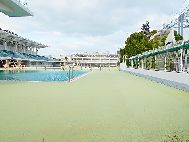 那覇市 奥武山公園 琉球八社 沖宮から見た「奥武山水泳プール」