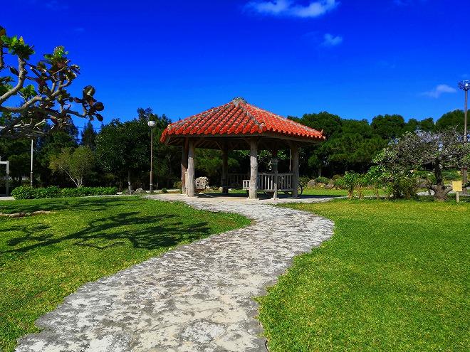 沖縄 組踊公園 小高い丘の上の東屋