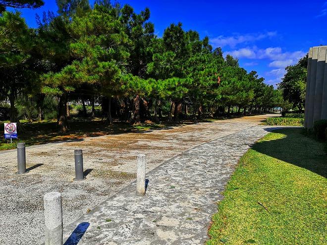 沖縄 組踊公園の駐車場から国立劇場おきなわの駐車場まで延びる石畳