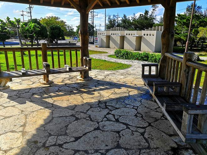 沖縄 組踊公園 小高い丘の上の東屋の内側