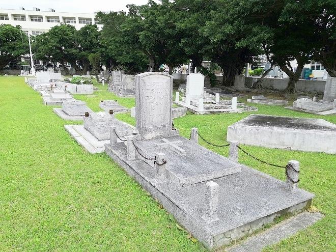 那覇市 泊 ペリー提督上陸記念碑「ウランダー墓」