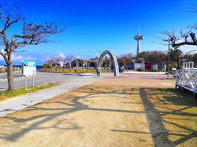 宜野湾トロピカルビーチ エントランスのアーチ
