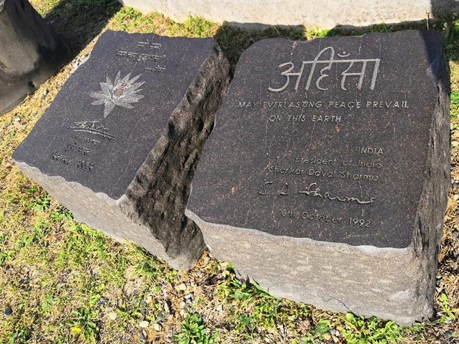 宜野湾 平和記念モニュメント「インド」