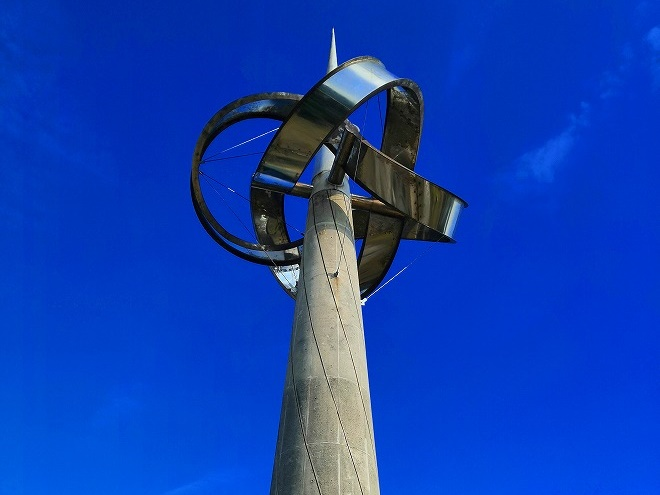 宜野湾 平和記念モニュメントの先端