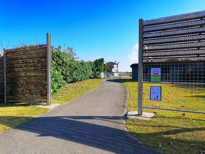 宜野湾 平和記念モニュメントから宜野湾海浜公園 屋外劇場への通路