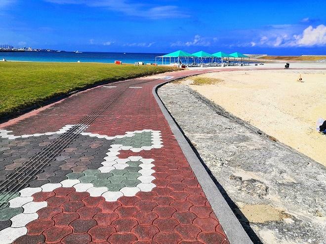 宜野湾 トロピカルビーチ出島 遊歩道の絵