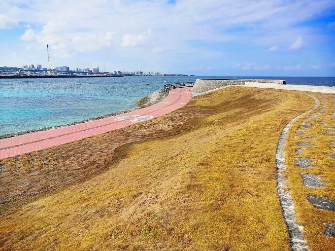 宜野湾 トロピカルビーチ出島 那覇側、南西の方向