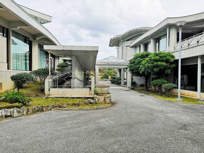 宜野湾市 沖縄コンベンションセンター 右側が会議棟B