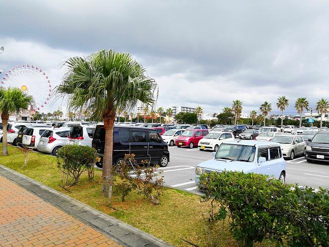 1,500台駐車可能な無料の北谷町営駐車場