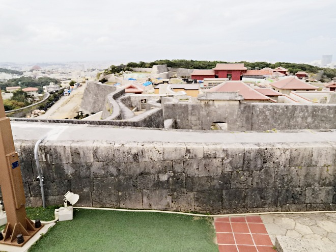 那覇 首里城「東のアザナ」の高台から見た首里城内