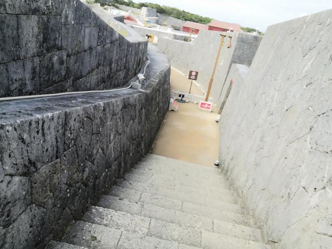那覇 首里城「東のアザナ」への階段