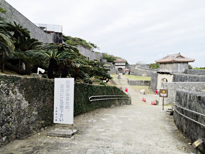 那覇 首里城 右掖門の先に約160メートルの石畳道
