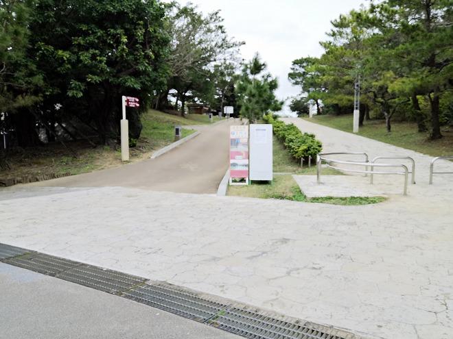 那覇 首里城公園 首里杜館(すいむいかん)の前の通り