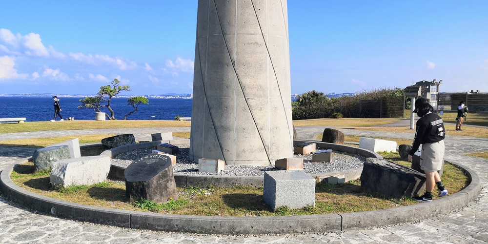 宜野湾トロピカルビーチ 平和記念モニュメント