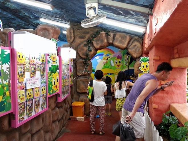 沖縄県名護市 ナゴパイナップルパーク パイナップル号乗り場