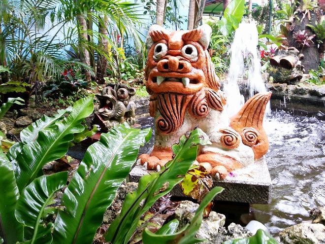 沖縄県名護市 ナゴパイナップルパーク シーサー