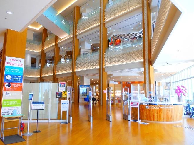 カフーナ旭橋・沖縄県立図書館