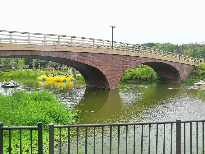沖縄市・沖縄県総合運動公園「魚島」に繋がる橋