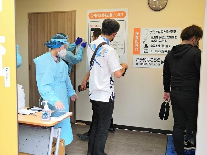 那覇-沖縄PCR検査センター 防護服