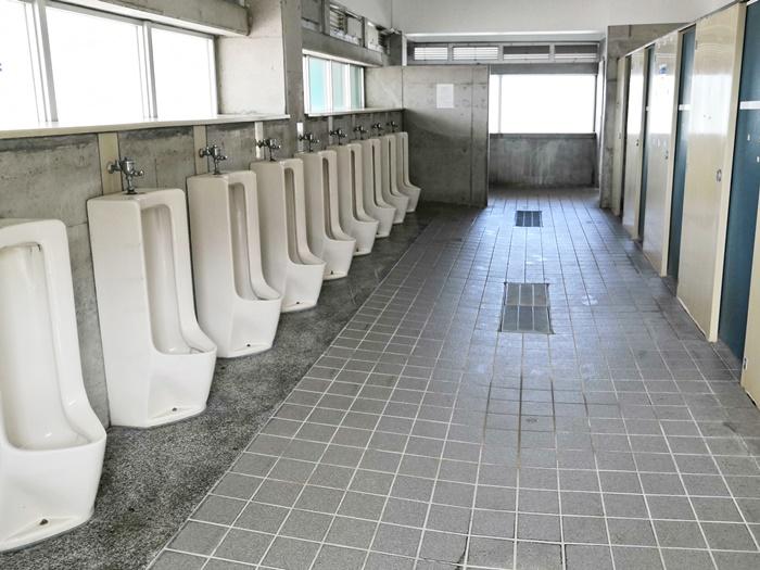 南城市 あざまサンサンビーチ 男子トイレ内