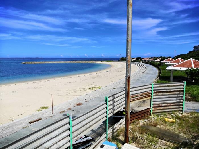 南城市 あざまサンサンビーチ 施設管理棟2階から見たビーチ