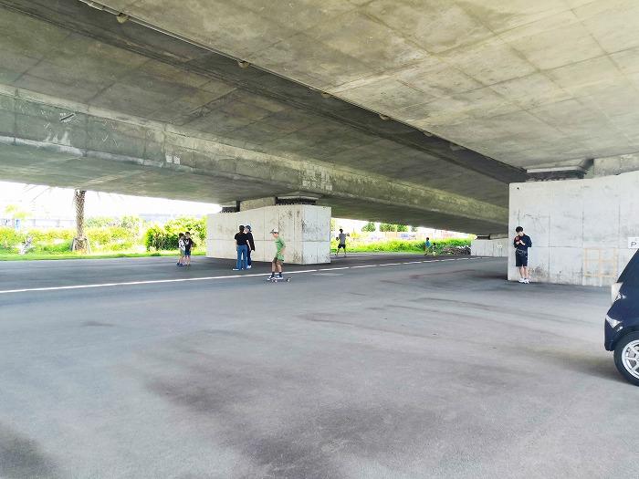 「那覇西道路」の高架下