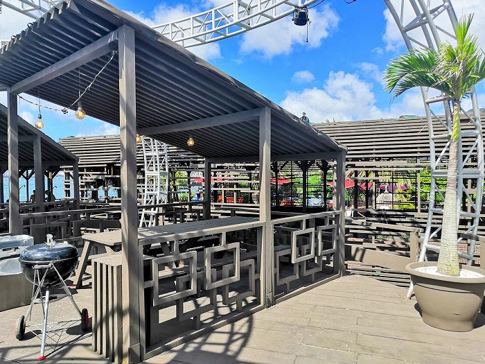 那覇ビーチリゾート「コージー ビーチ クラブ」バーベキュー用の長テーブル