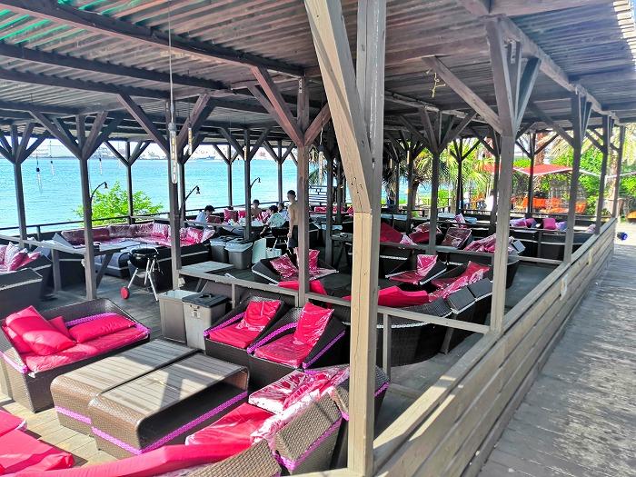 那覇ビーチリゾート「コージー ビーチ クラブ」ピンクのボックスシート