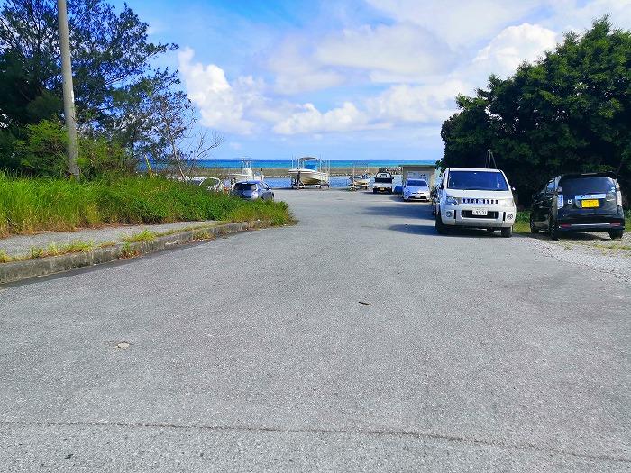 金武町 屋嘉ビーチ隣の漁港入り口