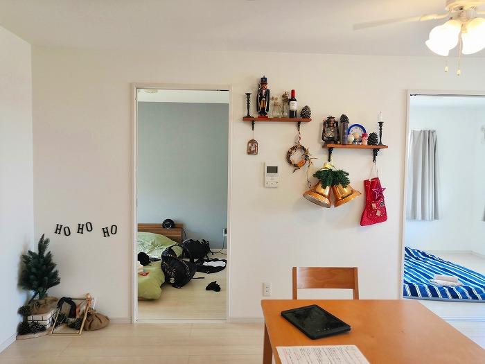 沖縄県金武町屋嘉「スノーボールコンドミニアム」黄色のミセス スノーボール棟のリビングルームのデコレーション