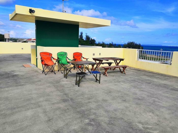 沖縄県金武町屋嘉「スノーボールコンドミニアム」黄色のミセス スノーボール棟の屋上