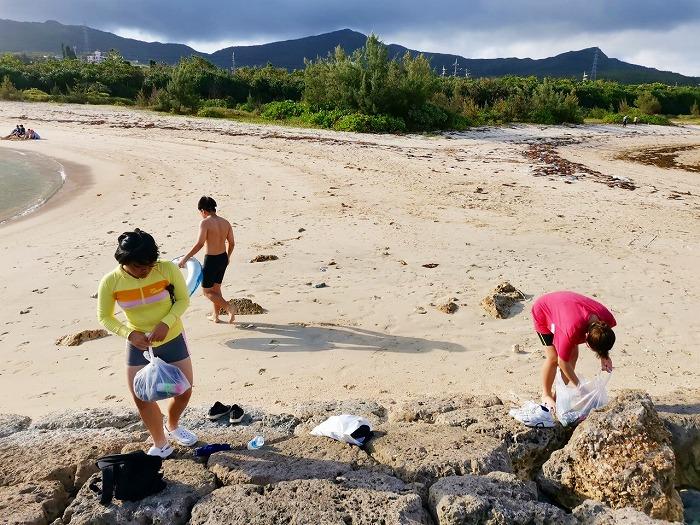 沖縄県金武町 伊芸海浜公園 伊芸ビーチの西側の離岸堤