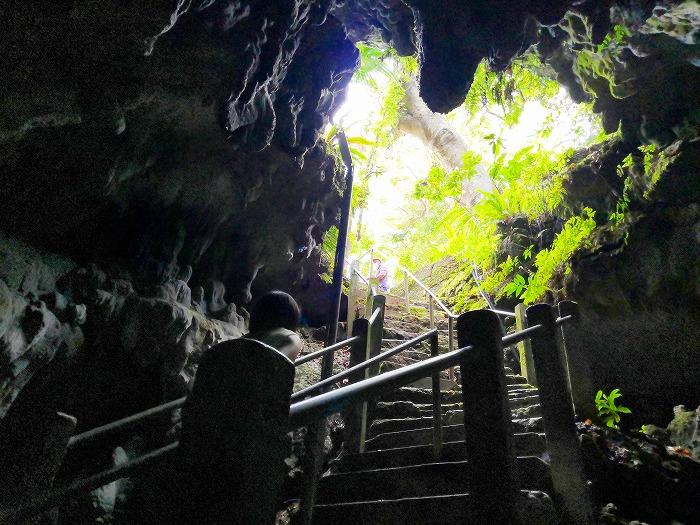 沖縄県金武町 日秀洞/観音寺鍾乳洞の階段